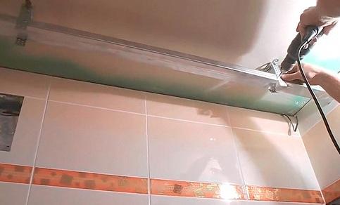 , Монтаж пластиковых панелей на потолок в ванной комнате